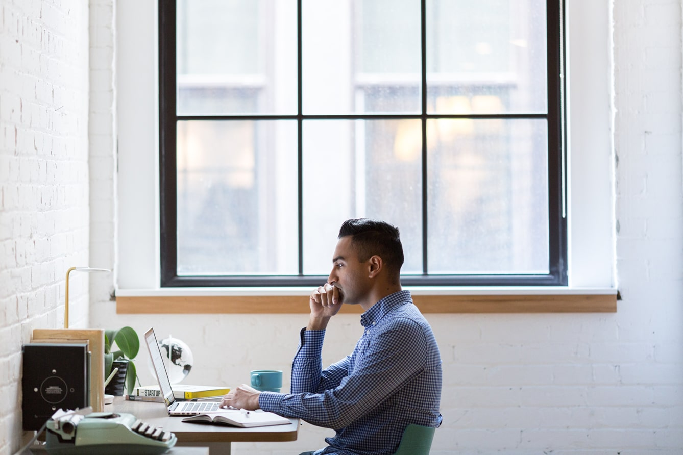 do i need an estate plan - person sitting in front of a desk with laptop